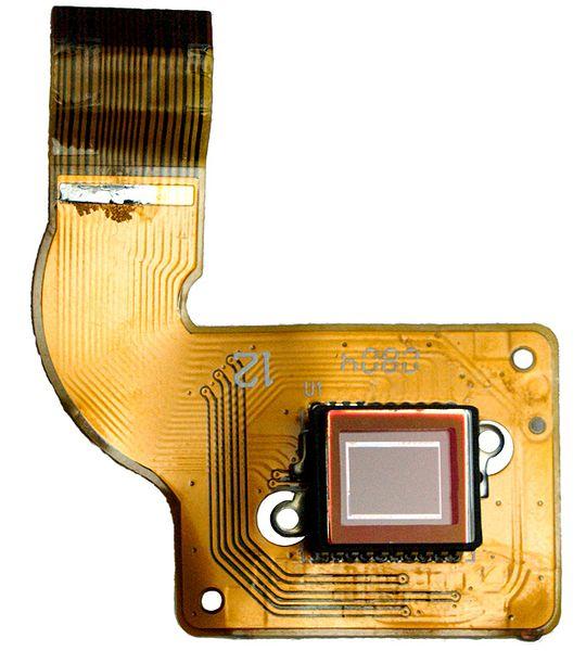 wikipedia-sensor-consumer-digicam-540px-ccd-sensor.jpg